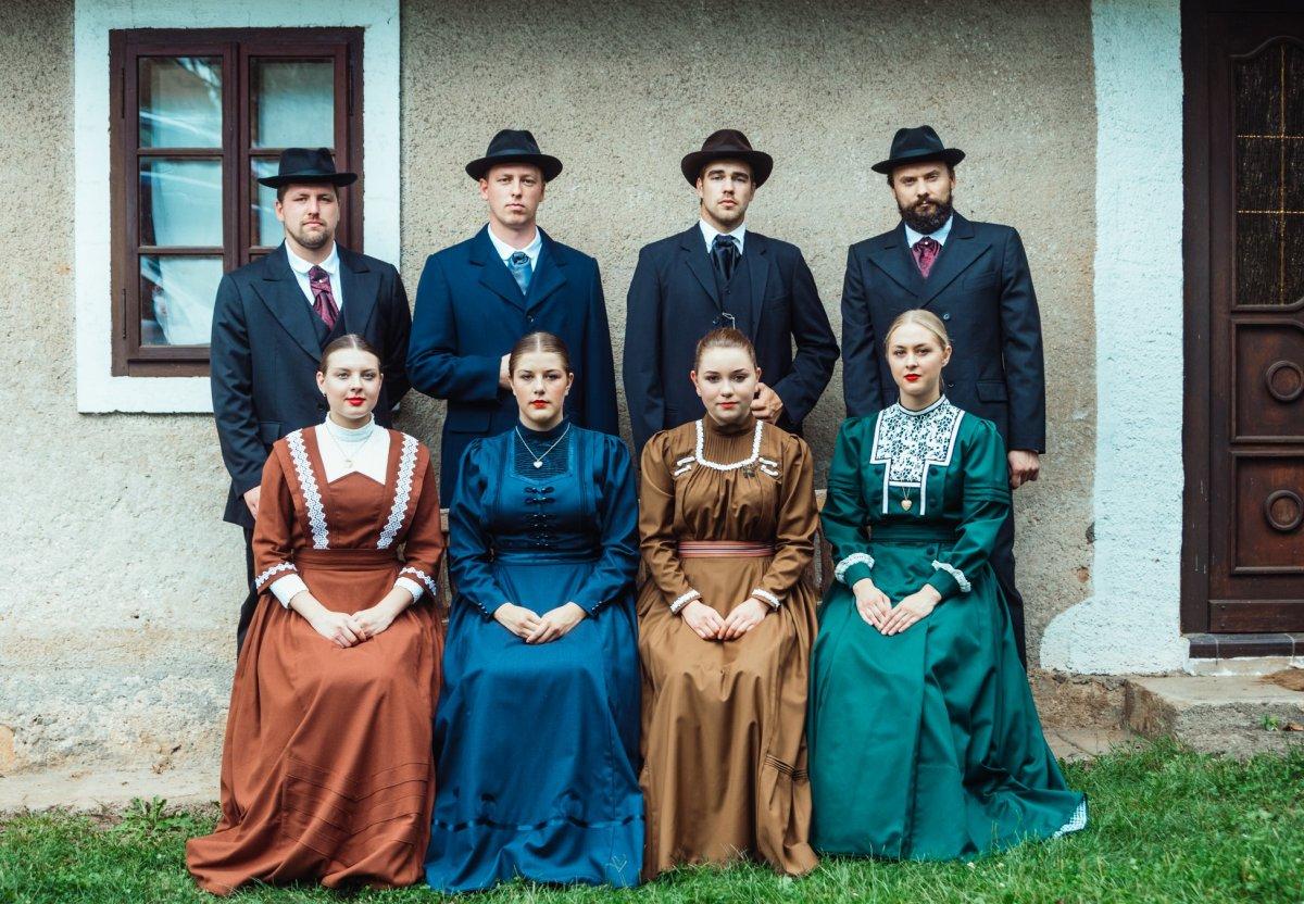 Temna pražnja oblačila s konca 19. in začetka 20. stoletja